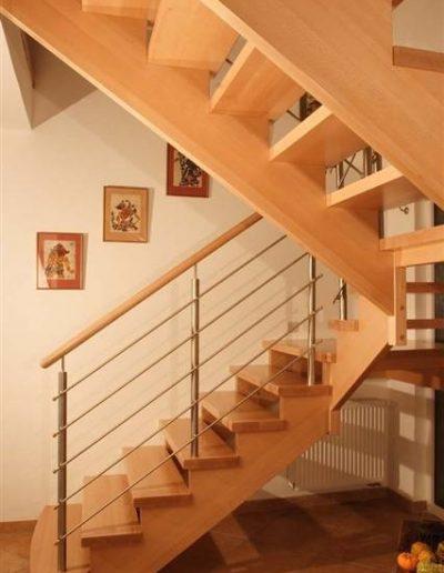 30 - Escada de Madeira com Guarda Corpo de Inox